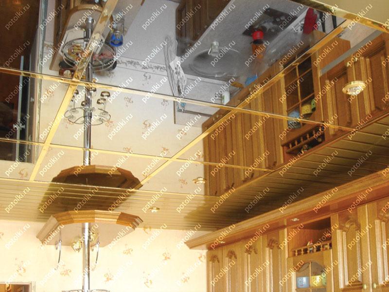 Зеркальный потолок в интерьере на кухне
