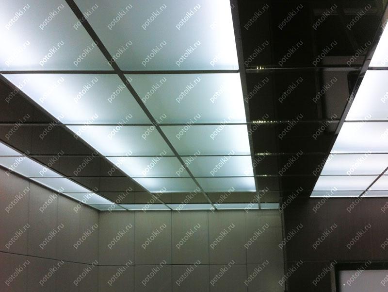 Стеклянный потолок на металлической основе