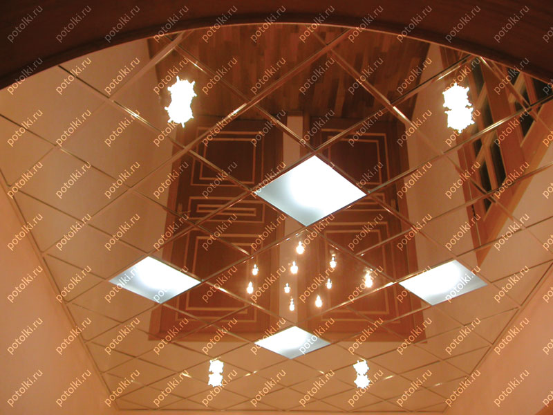Стеклянный зеркальный потолок с подсветкой